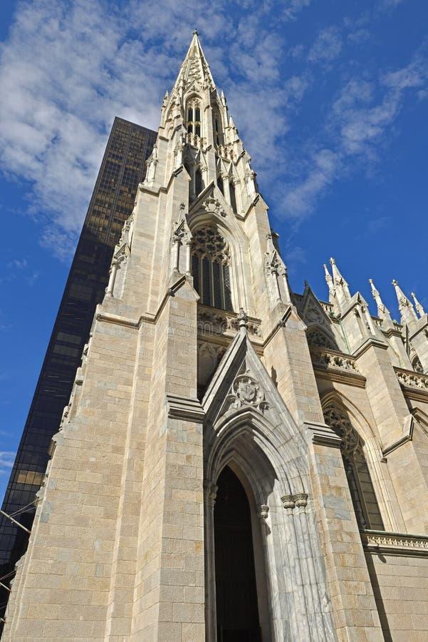 Katedra St Patrick 1879, dekorujący stylu Rzymskokatolicki katedralny kościół, wybitny punkt zwrotny Miasto Nowy Jork fotografia stock