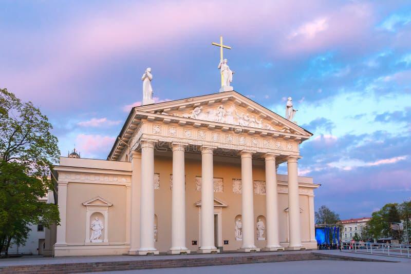 Katedra Vilnius przy zmierzchu światłem, Lithuania zdjęcie royalty free