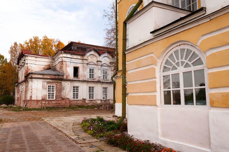 Katedra wniebowst?pienie w?adyka przy Spaso-Sumorin monasterem, Totma, Vologda region, Rosja zdjęcie royalty free