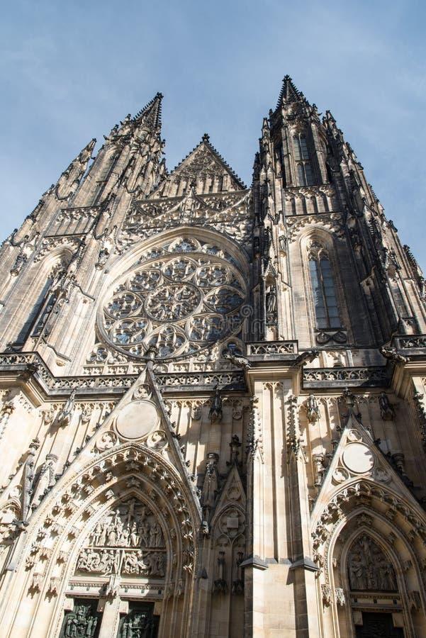 Katedrala sv Vita på Prazsky hrad i den Praha staden i Tjeckien royaltyfri bild