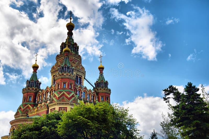 Katedralen Saints Peter och Paul in Petergof, Ryssland royaltyfri bild