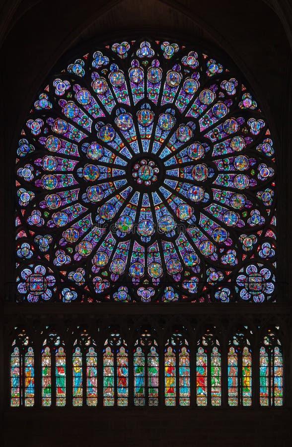 katedralnej paniusi szklany notre Paris okno zdjęcie stock