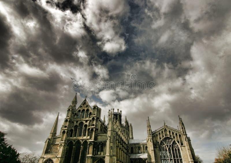 katedralny dramatyczny nad niebem ely zdjęcie royalty free