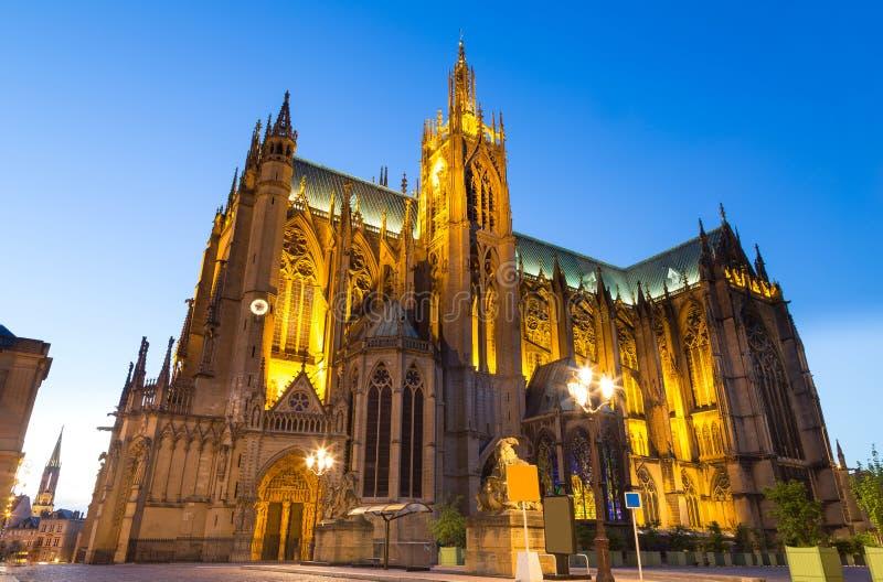 Katedralny Etienne przy nocą w Metz na Moselle Francja zdjęcia royalty free
