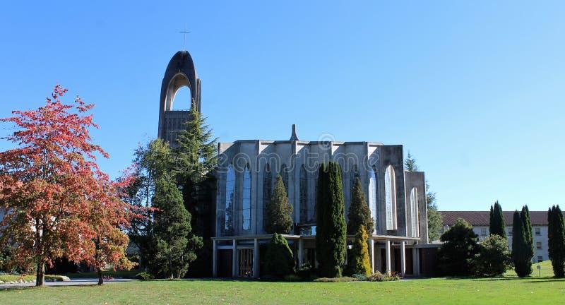 Katedralny i Dzwonkowy wierza - opactwo abbey misja BC obrazy stock