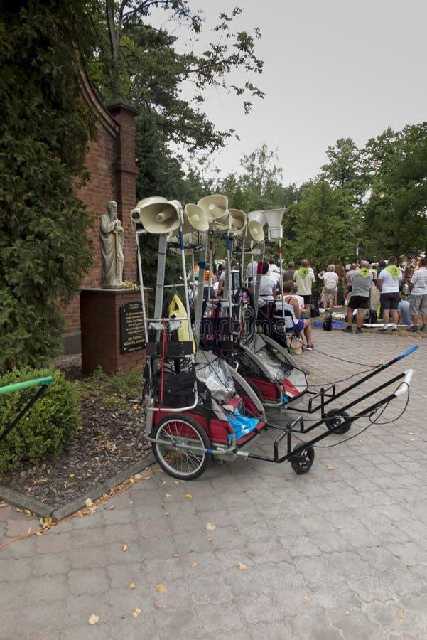 Katety, Miotek, Pologne, 2 août 2019 : Quatorzième pèlerinage de Rybnik à Jasna Gora à Czestochowa pendant un arrêt devant photographie stock libre de droits