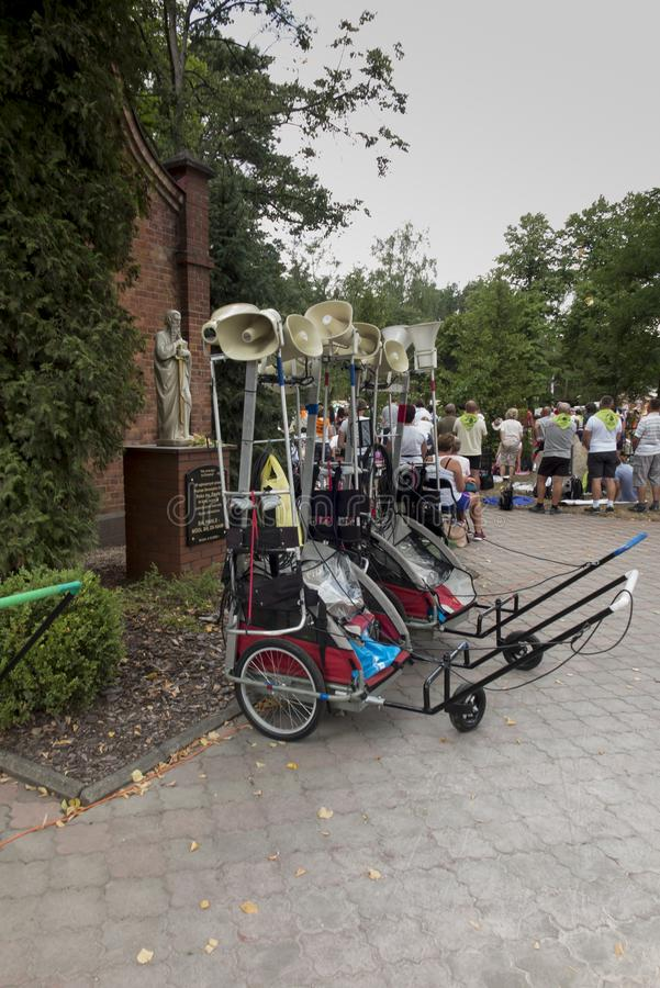 Katety, Miotek, Polonia, 2 agosto 2019: Il quattordicesimo pellegrinaggio di Rybnik a Jasna Gora in Czestochowa durante una sosta fotografia stock libera da diritti