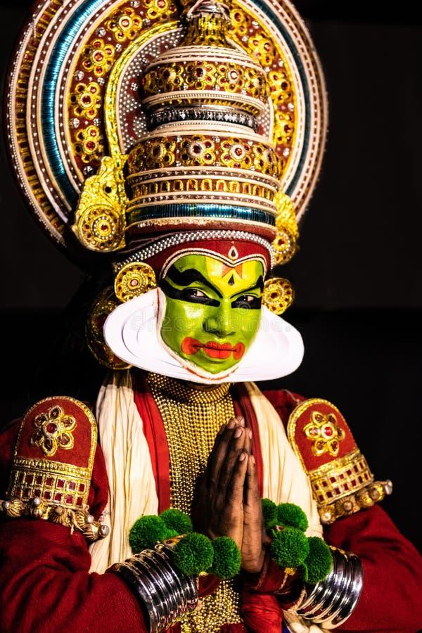 Kathakali喀拉拉古典舞蹈人问候姿势看往您 免版税图库摄影