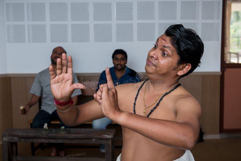 Kathakali tana klasyczna Indiańska lekcja w sztuka kolażu w India obrazy royalty free