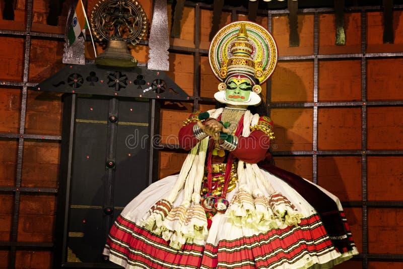 Kathakali-Tanzleistung in Kerala lizenzfreie stockfotografie