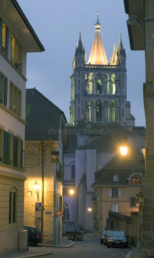Kathedraal in de avond stock fotografie
