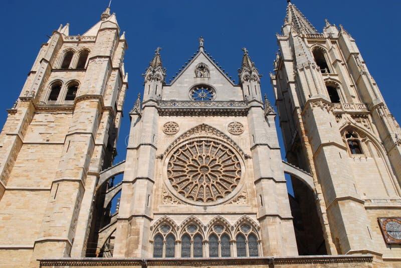 Kathedraal in de zon stock afbeeldingen