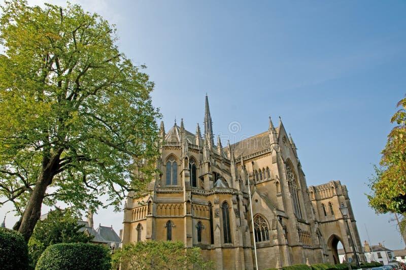 Kathedraal en bomen royalty-vrije stock afbeelding