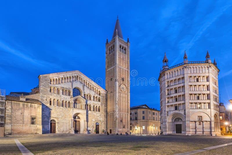Kathedraal en Doopkapel op Piazza Duomo in Parma wordt gevestigd dat stock fotografie