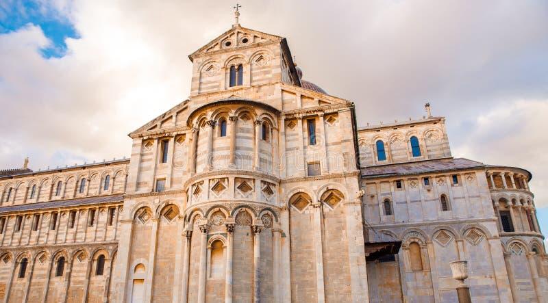 Kathedraal en Leunende Toren in zonnige dag Pisa, Italië stock afbeelding