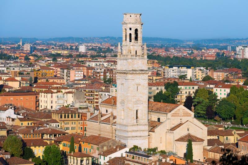 Kathedraal en Luchtmening van Verona - Italië stock fotografie