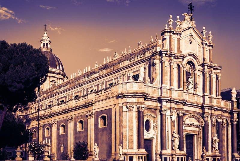 Kathedraal gewijd aan Heilige Agatha De zonsondergangmening van de stad van Catanië, Sicilië, Italië royalty-vrije stock afbeeldingen