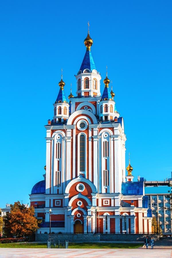 Kathedraal grado-Khabarovsk van de Moeder van God dichtbij de dijk van de Amur-Rivier in de stad van Khabarovsk royalty-vrije stock foto