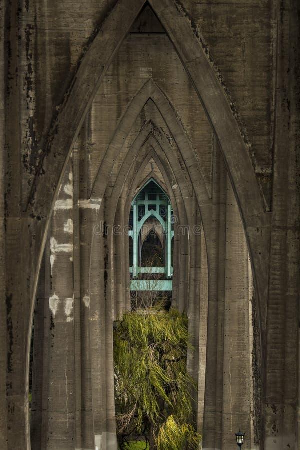 Kathedraal in het park stock afbeeldingen