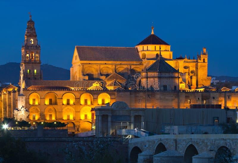 Kathedraal-moskee van Cordoba bij het blauwe uur stock afbeelding