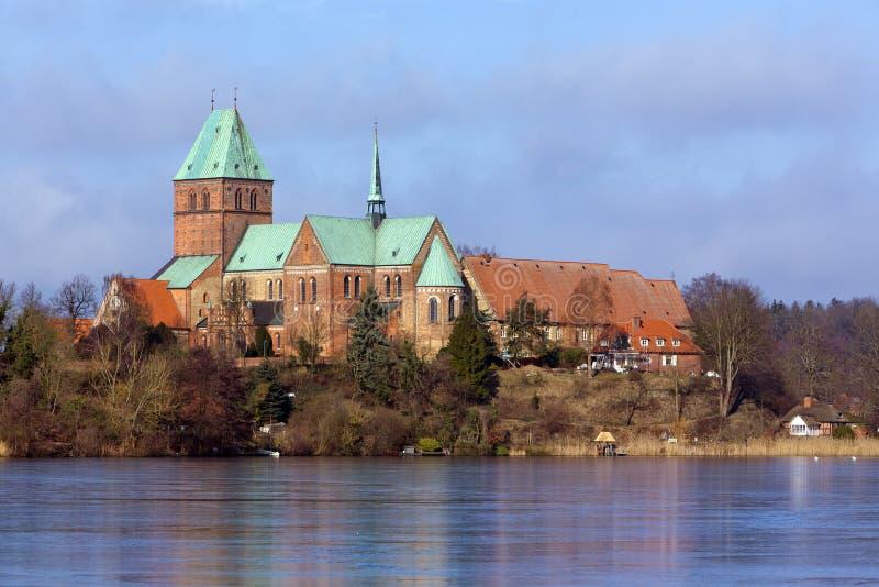 De kathedraal van Ratzeburg van het meer royalty-vrije stock foto's
