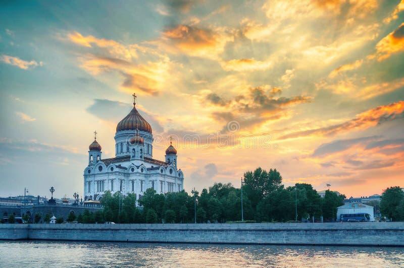 Kathedraal van Christus de Verlosser in de zomerzonsondergang in Moskou, Rusland stock fotografie