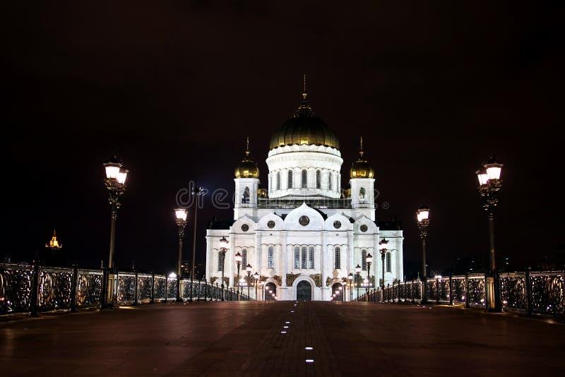 Kathedraal van Christus de Verlosser en de Patriarchale brug in Moskou stock foto