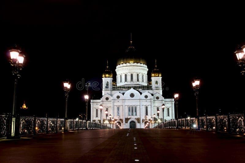 Kathedraal van Christus de Verlosser en de Patriarchale brug in Moskou royalty-vrije stock fotografie