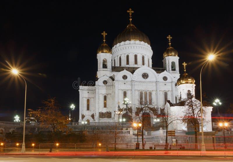 Kathedraal van Christus de Verlosser in Moskou bij nacht stock foto's