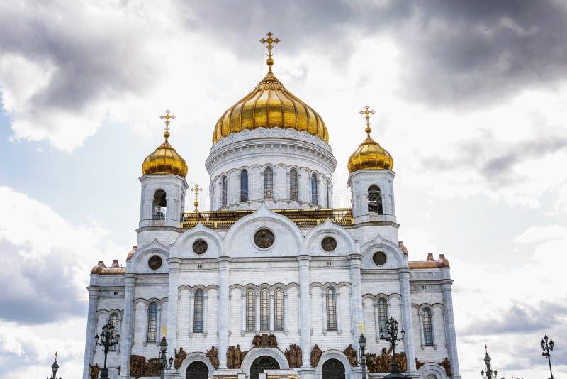 Kathedraal van Christus de Verlosser tegen de blauwe hemel op een zonnige dag Close-up stock foto's