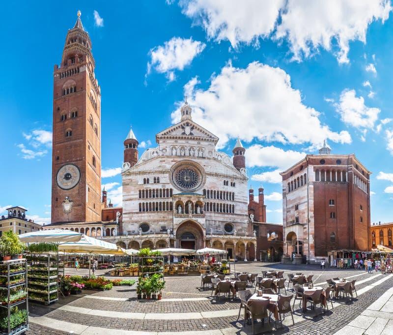 Kathedraal van Cremona met klokketoren, Lombardije, Italië stock foto