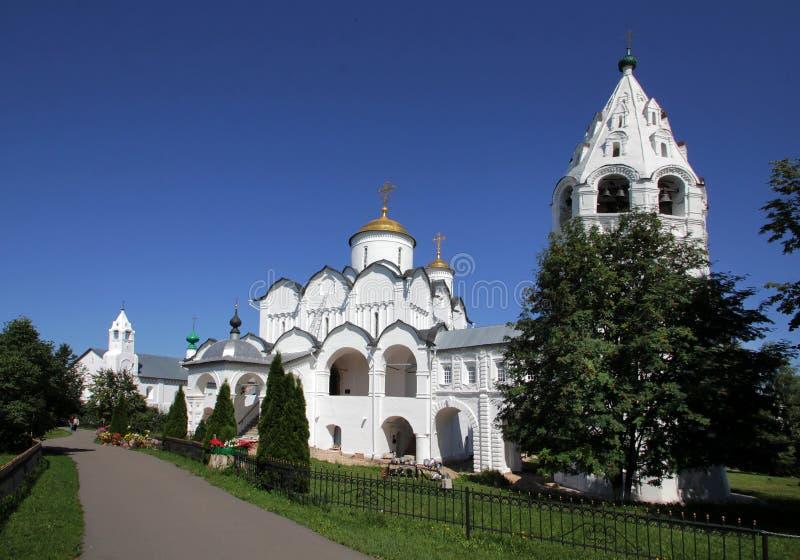 Kathedraal van de Interventie op het grondgebied van het Klooster van het Klooster van Interventiepokrovsky stock afbeelding