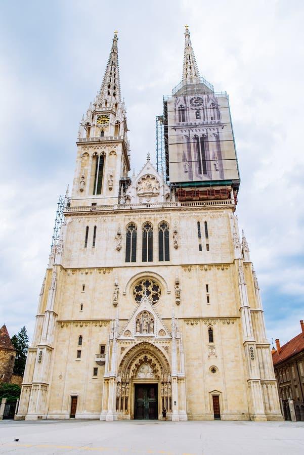Kathedraal van de oude Europese gotische kerk van Zagreb stock fotografie