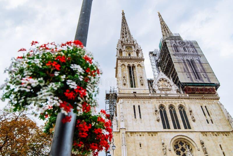 Kathedraal van de oude Europese gotische kerk van Zagreb royalty-vrije stock afbeelding