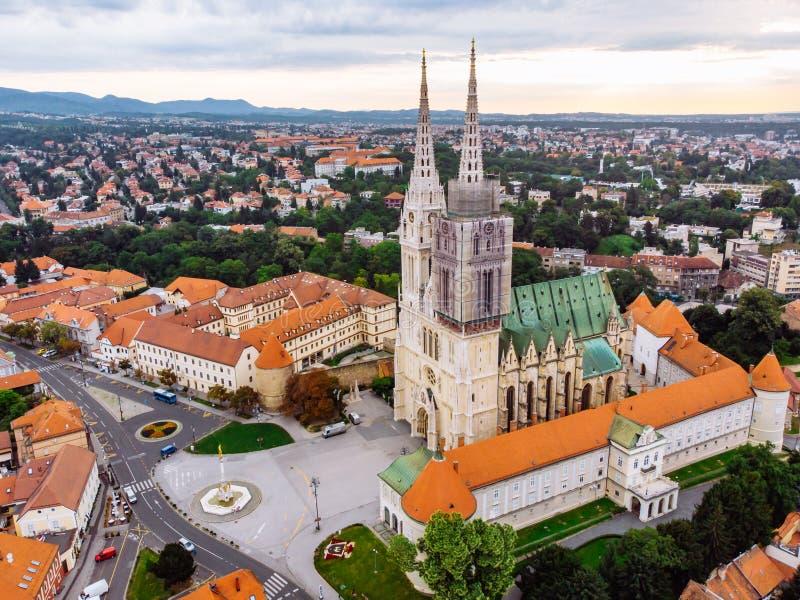 Kathedraal van de oude Europese gotische kerk van Zagreb stock afbeeldingen