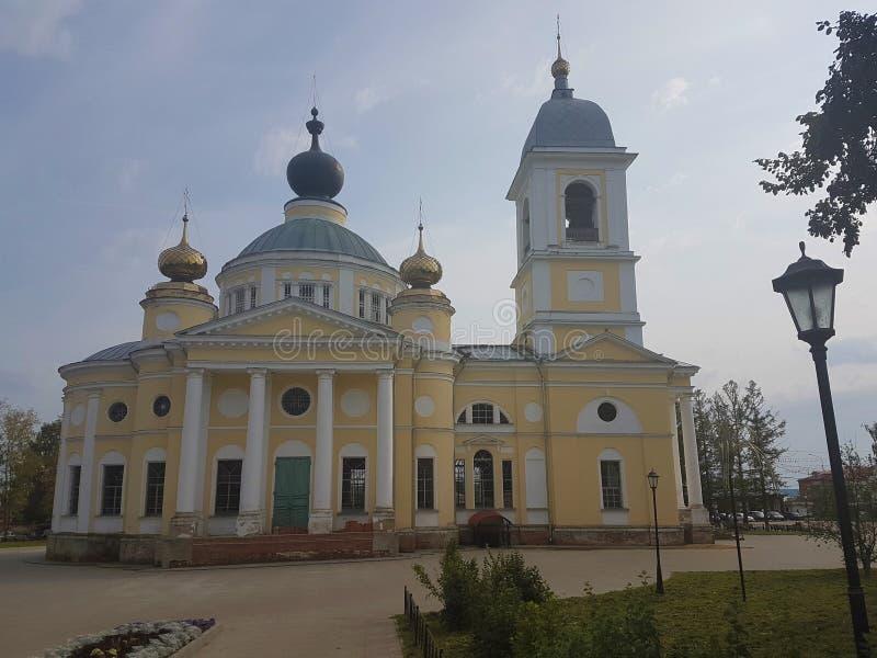 Kathedraal van de Veronderstelling van Heilig Virgin in de oude Russische stad van Myshkin aan het begin van de winter royalty-vrije stock foto