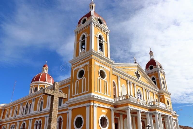 Kathedraal van Granada in de achtergrond van blauwe hemel, Nicaragua stock afbeeldingen
