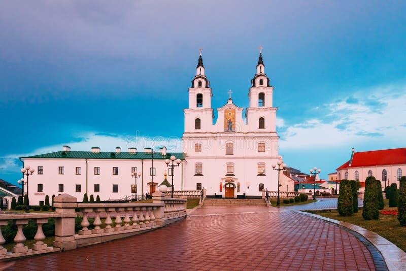 Kathedraal van Heilige Geest in Minsk, Wit-Rusland bij Zonsondergang Roze Licht stock foto's