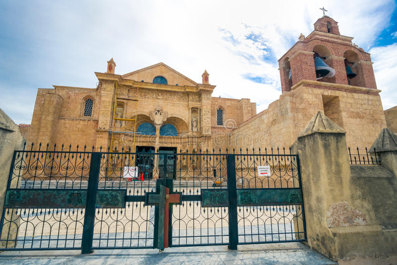 Kathedraal van La Menor van Kerstmanmarãa in de Koloniale Streek van Santo Domingo, Dominicaanse Republiek royalty-vrije stock foto