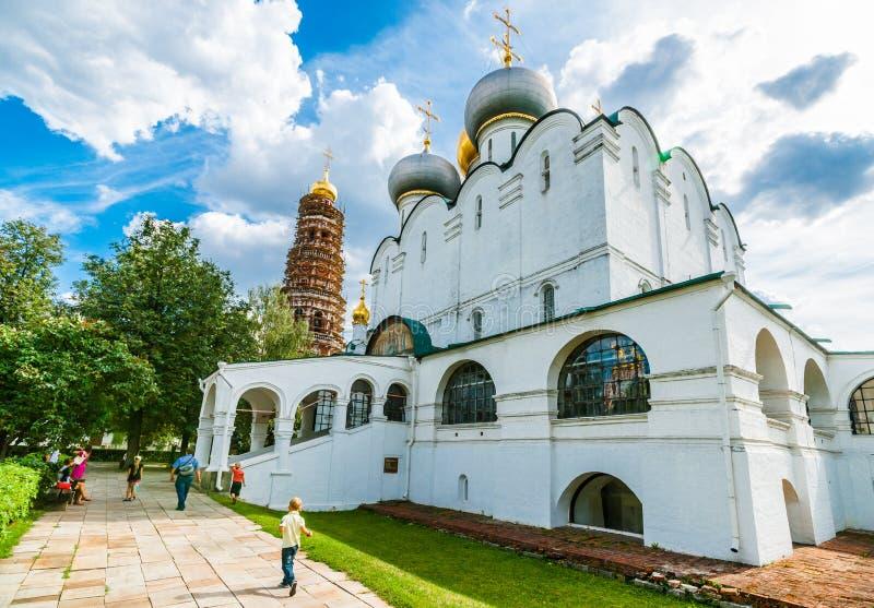 Kathedraal van Onze Dame van Smolensk en de klokketoren royalty-vrije stock foto's