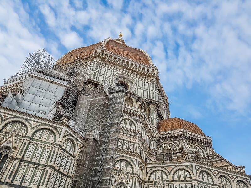 Kathedraal van Santa Maria del Fiore, Florence van Florence, Italië met blauwe hemel en wolken, reisconcept royalty-vrije stock foto