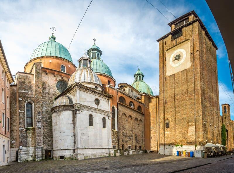Kathedraal van Treviso met klokketoren stock fotografie