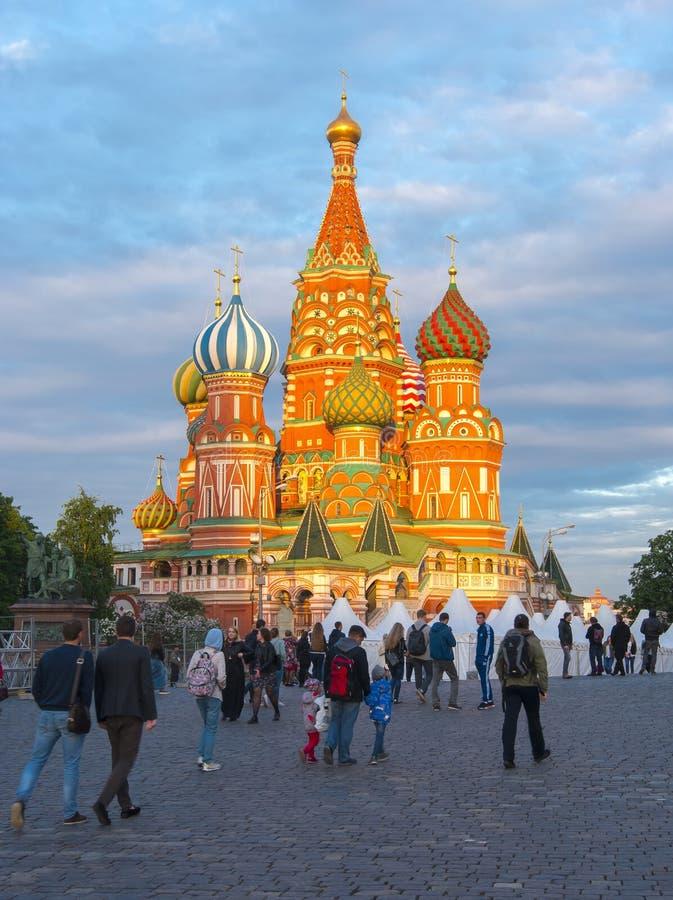 Kathedraal van Vasily de Heilige het Basilicum` s Kathedraal van Heilige op Rood Vierkant bij zonsondergang, centrum van Moskou,  royalty-vrije stock foto's