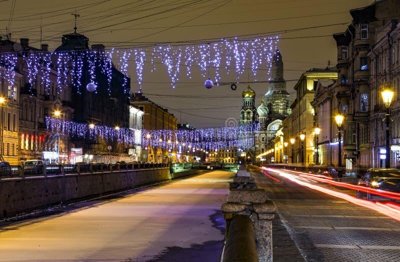 Kathedraal van Verrijzenis van Christus op Bloed of Kerk van Verlosser op Bloed Nacht Heilige Petersburg in de winter Bevroren Gr royalty-vrije stock foto