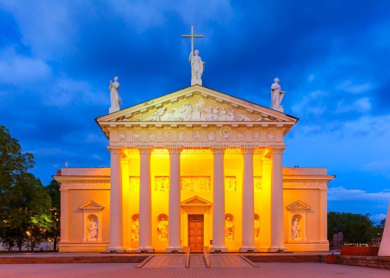 Kathedraal van Vilnius in de avond, Litouwen stock foto's