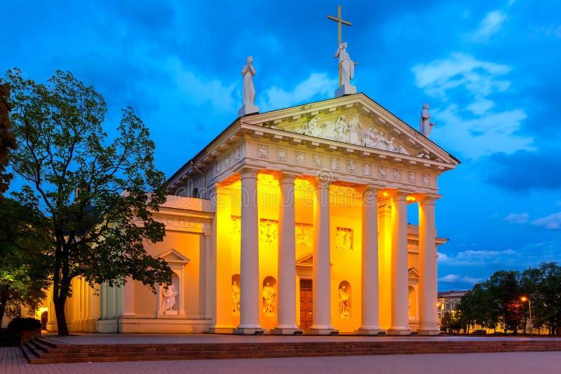 Kathedraal van Vilnius in de avond, Litouwen royalty-vrije stock foto's