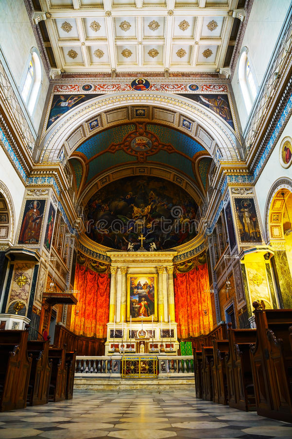 Kathedraalbasiliek van St Dionysius het Areopagite-binnenland royalty-vrije stock foto's