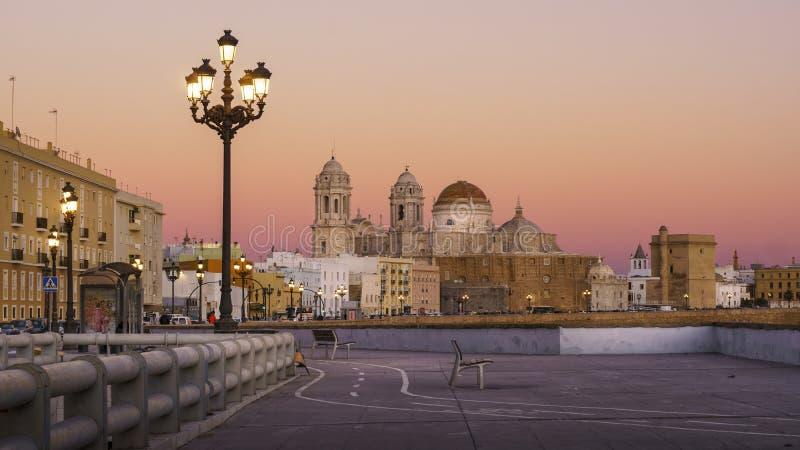 Kathedraalmening van Zuidelijke de Tijdtijdspanne van Gebiedscadiz Spanje royalty-vrije stock foto's