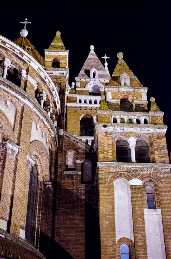 Kathedrale auf Hauptplatz von Szeged, Ungarn stockfotos