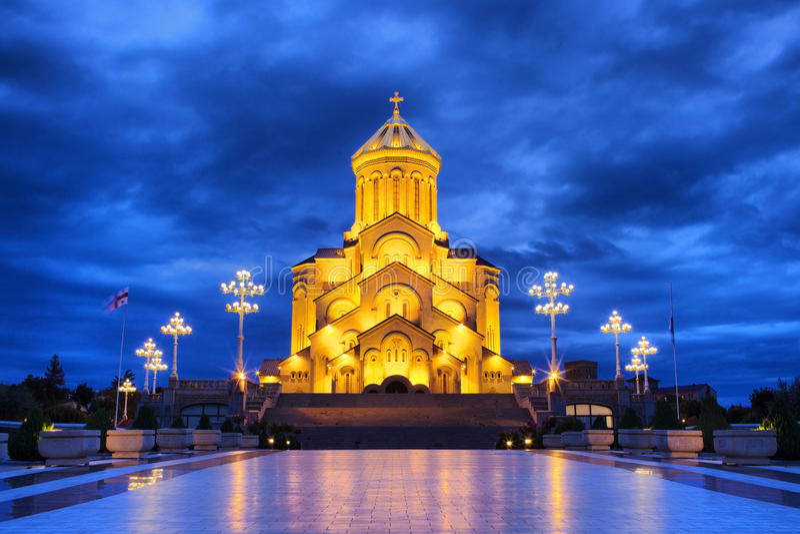 Kathedrale der Heiligen Dreifaltigkeit in Tiflis lizenzfreie stockfotografie